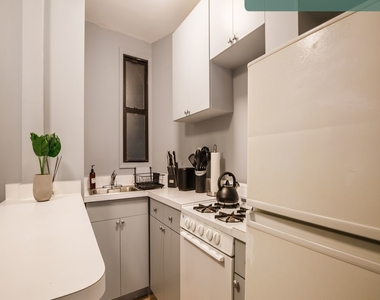 441 West 48th Street - Photo Thumbnail 9
