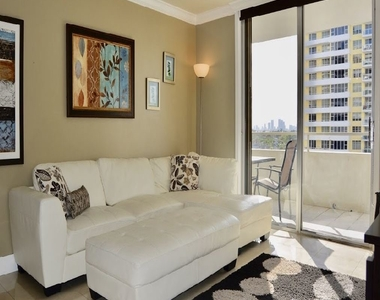 5555 Collins Ave - Photo Thumbnail 2