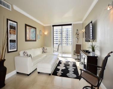 5555 Collins Ave - Photo Thumbnail 3