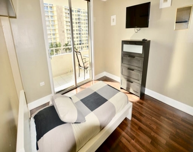 5555 Collins Ave - Photo Thumbnail 9