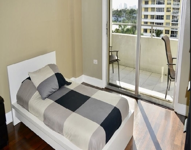 5555 Collins Ave - Photo Thumbnail 8
