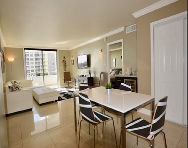 5555 Collins Ave - Photo Thumbnail 4