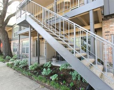 5326 Fleetwood Oaks Avenue - Photo Thumbnail 16