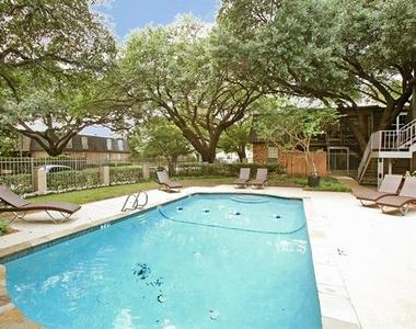 5326 Fleetwood Oaks Avenue - Photo Thumbnail 14