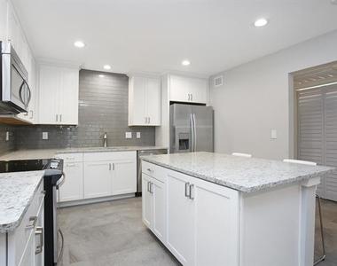 5326 Fleetwood Oaks Avenue - Photo Thumbnail 23