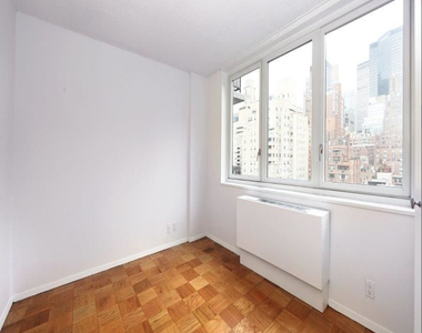 East 34th Street + Park Avenue - Photo Thumbnail 2