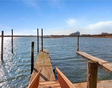 57 Harbor View W - Photo Thumbnail 30