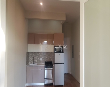 No brokers fee + Free Rent*Sunset Views, Very high Ceilings, Oversized windows, Laundry in the building, Roof deck, True 3 bedroom And 1.5 bath - Photo Thumbnail 3