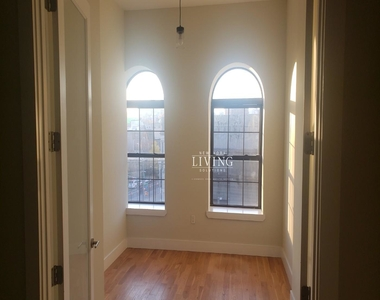 No brokers fee + Free Rent*Sunset Views, Very high Ceilings, Oversized windows, Laundry in the building, Roof deck, True 3 bedroom And 1.5 bath - Photo Thumbnail 1
