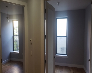 No Brokers fee + Free Rent + True 3 bedroom and 1.5 bath, Laundry in the building, Exposed brick wall, High Ceilings - Photo Thumbnail 2