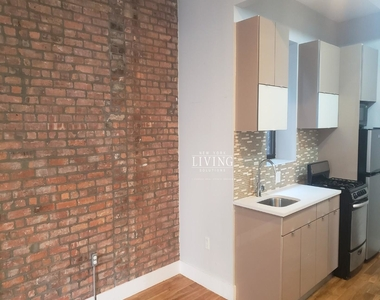 No Brokers fee + Free Rent + True 3 bedroom and 1.5 bath, Laundry in the building, Exposed brick wall, High Ceilings - Photo Thumbnail 1