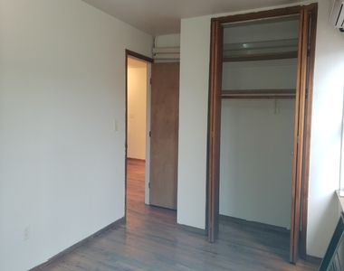 Private house w/ Massive common area, Large M. bedroom with personal bath, No brokers fee - Photo Thumbnail 4