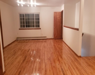 Private house w/ Massive common area, Large M. bedroom with personal bath, No brokers fee - Photo Thumbnail 1