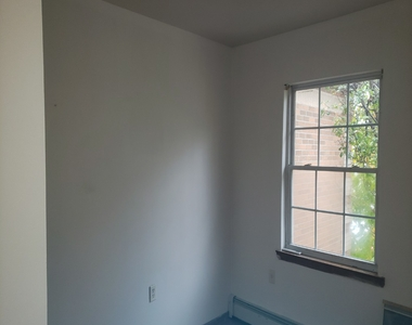 Private house w/ Massive common area, Large M. bedroom with personal bath, No brokers fee - Photo Thumbnail 6
