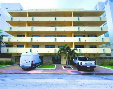 2924 Collins Ave - Photo Thumbnail 2