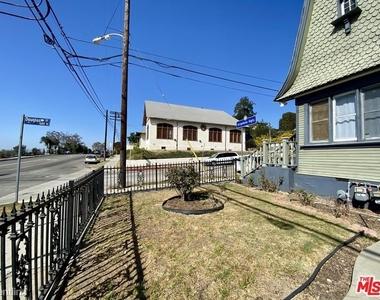 1357 Bellevue Ave - Photo Thumbnail 11