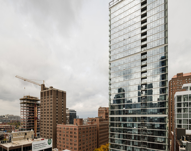 110 West Superior Street - Photo Thumbnail 16