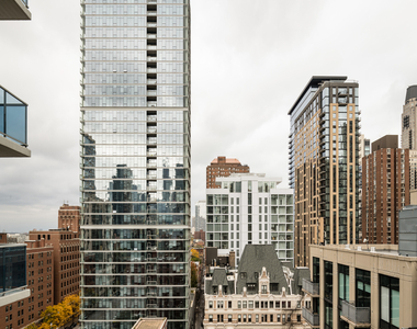 110 West Superior Street - Photo Thumbnail 25