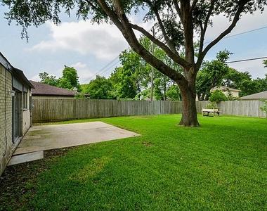 1150 Ravenscourt Drive - Photo Thumbnail 26