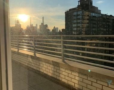 East 86th Street - Photo Thumbnail 0
