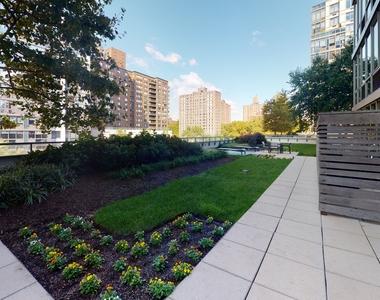 795 Columbus Avenue - Photo Thumbnail 5