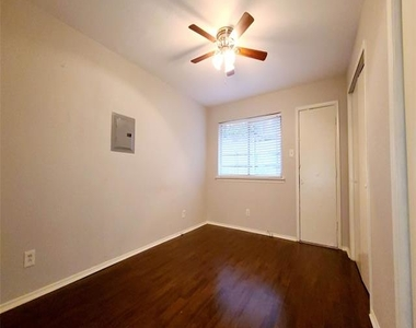 5722 Gaston Avenue - Photo Thumbnail 6