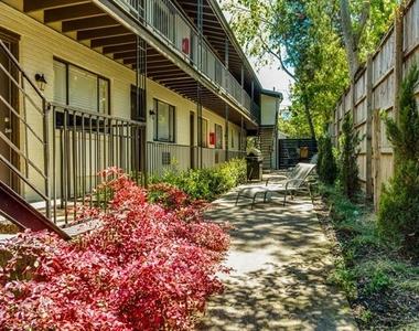 5722 Gaston Avenue - Photo Thumbnail 9