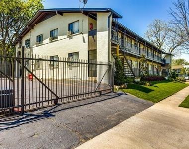 5722 Gaston Avenue - Photo Thumbnail 11