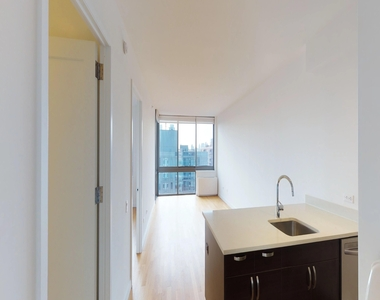 808 Columbus Avenue - Photo Thumbnail 1