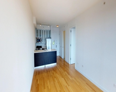 808 Columbus Avenue - Photo Thumbnail 7
