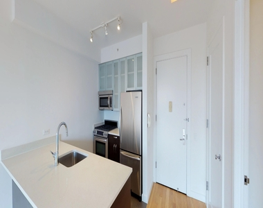 808 Columbus Avenue - Photo Thumbnail 2