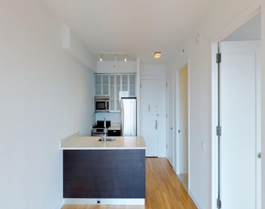 808 Columbus Avenue - Photo Thumbnail 6