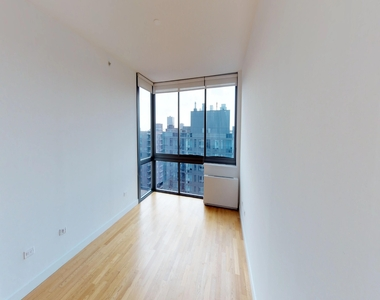 808 Columbus Avenue - Photo Thumbnail 5