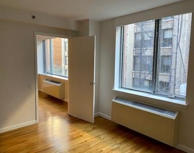 120 West 21st Street - Photo Thumbnail 2