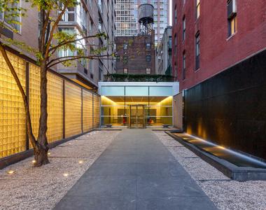 777 6th Avenue - Photo Thumbnail 3