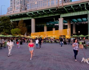 180 Riverside Blvd - Photo Thumbnail 45