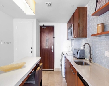 6801 Collins Ave - Photo Thumbnail 18