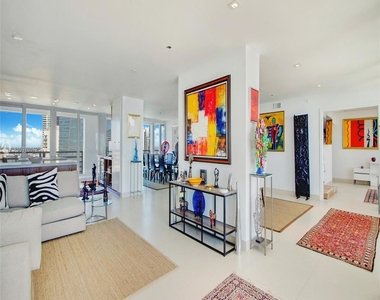 1541 Brickell Ave - Photo Thumbnail 3