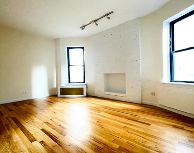 East 89th Street - Photo Thumbnail 0
