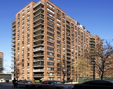 West 97th street and Columbus avenue - Photo Thumbnail 5