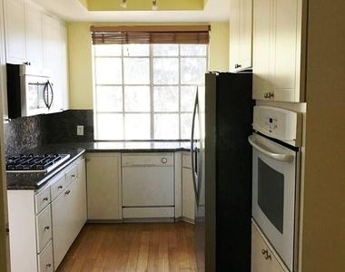 1375 Kelton Ave - Photo Thumbnail 8