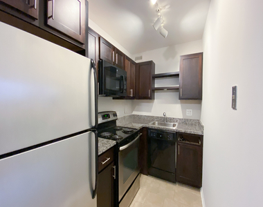 533 West Barry Avenue - Photo Thumbnail 1
