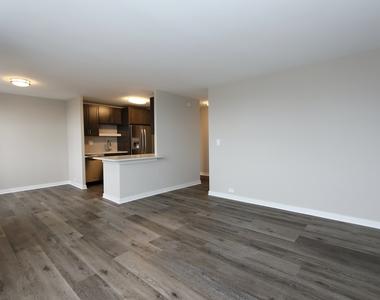 533 West Barry Avenue - Photo Thumbnail 5