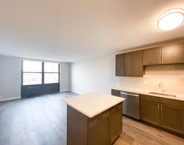 533 West Barry Avenue - Photo Thumbnail 2