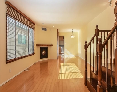 11849 Mayfield Ave Apt 103 - Photo Thumbnail 0