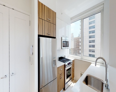 808 Columbus Avenue - Photo Thumbnail 18