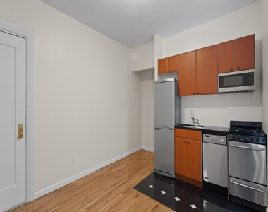 207 West 11th Street - Photo Thumbnail 3