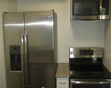 4525 Gilbert Avenue - Photo Thumbnail 6
