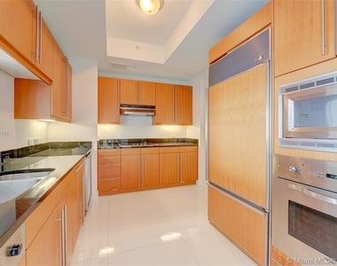 1425 Brickell Ave - Photo Thumbnail 14