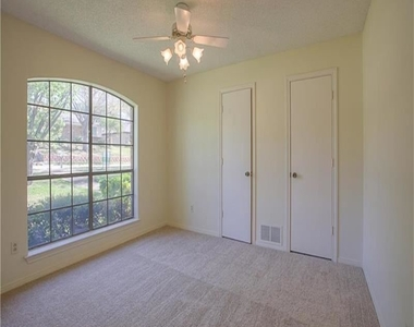 1417 Carriage Ln - Photo Thumbnail 11